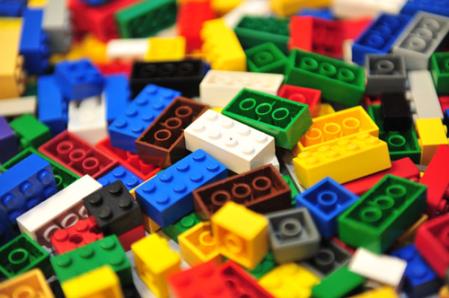 lego-bricks-pile